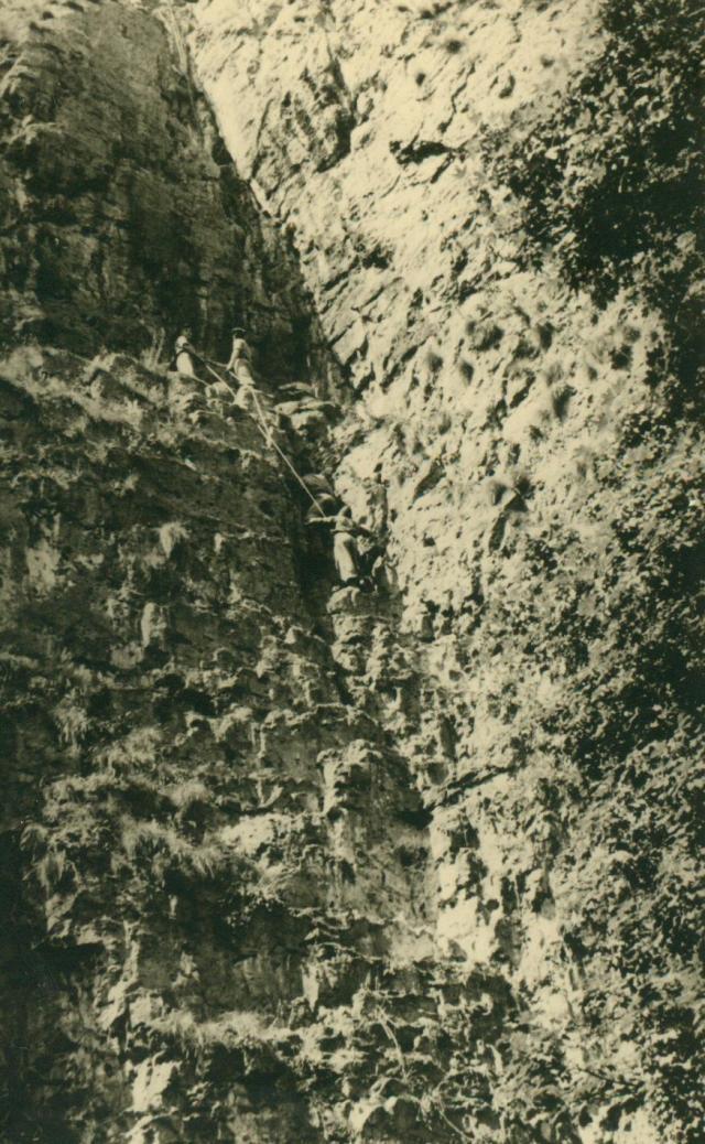 Marche-les Dames en 1950: Les rochers. Albert041-125b0a7