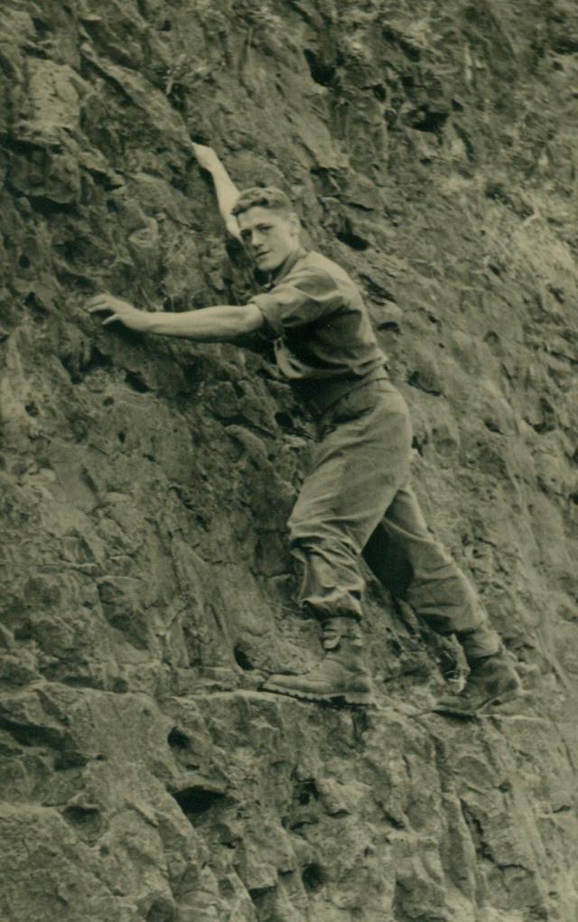 Marche-les Dames en 1950: Les rochers. Albert022-125afd4