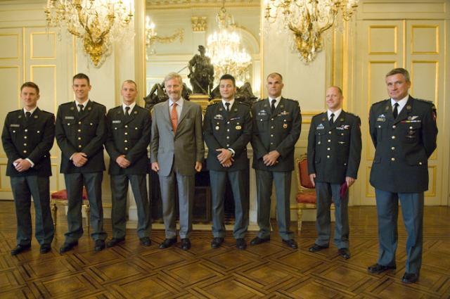 L'équipe militaire de saut en chute libre au Palais royal Prins-filip-103-2--1394a17
